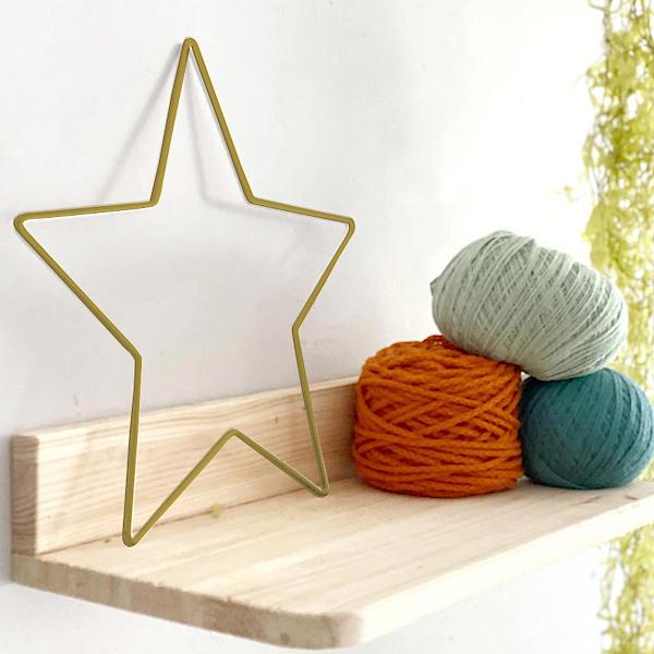 Estrella metálica dorada para decoración
