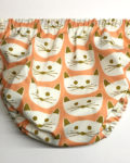 Ranitas para bebé confeccionadas a mano con motivos de gatitos, en color salmón