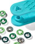 Pack de 21 botones de presión y la herramienta para ponerlos, en tres tonos de verde