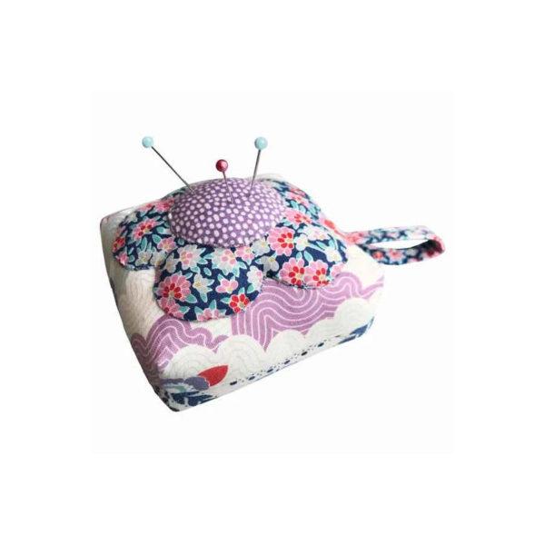 Kit de telas para confeccionar un precioso alfiletero, de Tilda Fabrics
