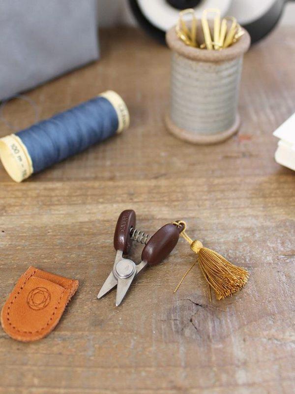 Mini tijeras japonesas de precisión Seki de Cohana