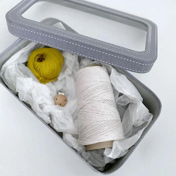 Composición del Kit de regalo para bebés en caja, de Casasol